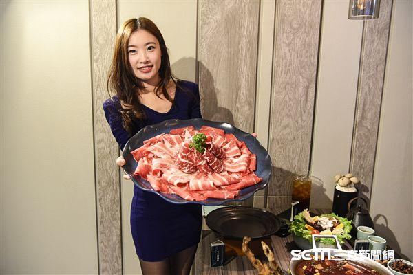 王品旗下麻辣鍋新「青花驕」品牌發表會了。 圖/記者林敬旻攝