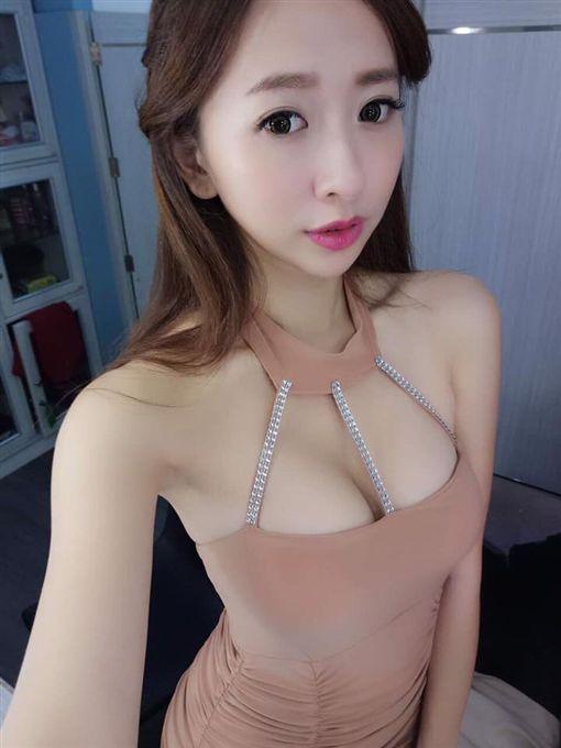 直播女神名婷https://www.facebook.com/ming.ting.10/photos_all