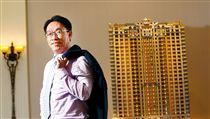 名家/商業周刊/張祐銘能讓台南豪宅客埋單的關鍵,是提供客戶變更設計服務,不只格局可變,連陽台自動灑水器等管線規畫細節全都量身訂做。(勿用)