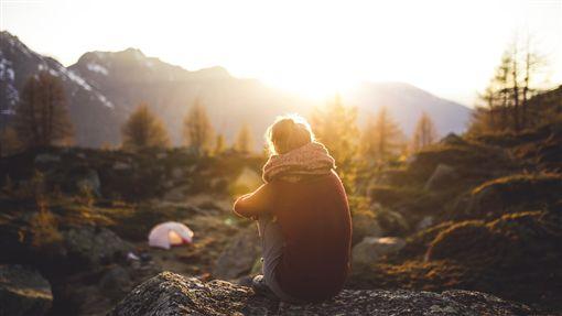 冬天,出遊,陽光,孤獨,寒冷,背影(圖/Pixabay)