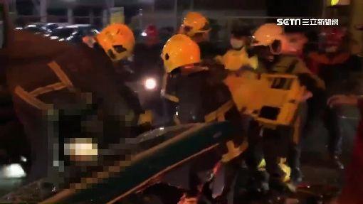 疑跨雙黃線超車 砰!2車對撞1死4傷