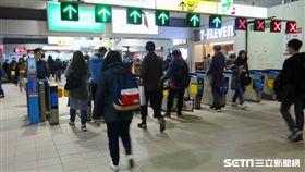 台鐵車票自今(2018)年起自動閘門出站不再收回車票。(圖/台鐵提供)