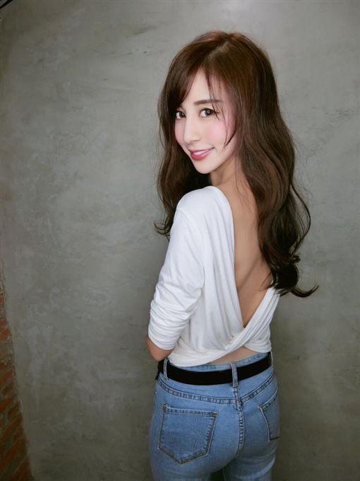 台灣空姐登上日媒版面,被形容是「千年一遇」美女。(圖/翻攝Rita Kao臉書)