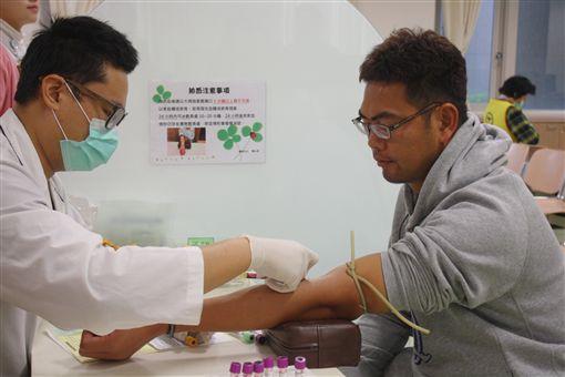 羅錦龍進行健康檢查。(圖/統一獅提供)
