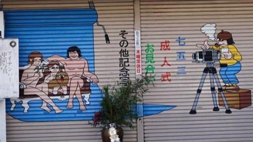 日本謎之照相館鐵捲門(圖/翻攝自推特)