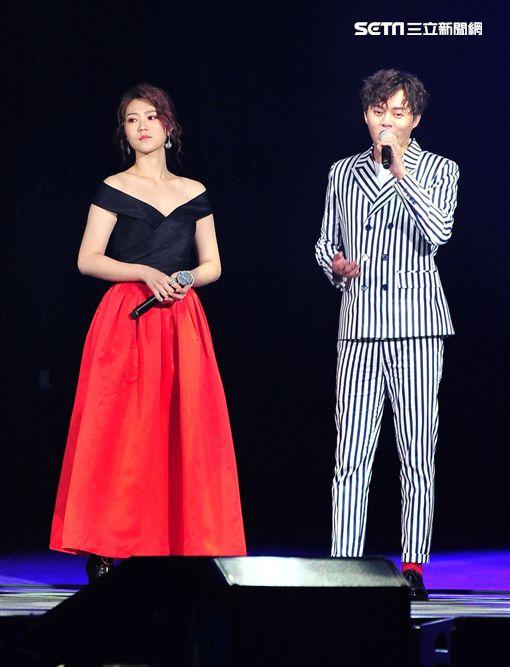 許富凱,曹雅雯,2018超級巨星紅白藝能大賞,/台視提供