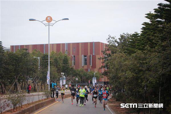 ▲金門馬拉松起點和終點皆為金門大學。(圖/記者蔡宜瑾攝影)