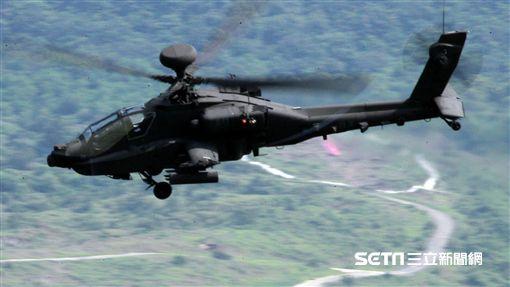 航空特戰指揮部第601旅攻擊直升機第2作戰隊AH-64阿帕契攻擊直升機成軍。(記者邱榮吉/攝影)