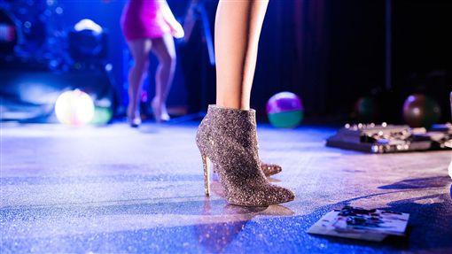 舞台,高跟鞋,女星,表演(圖/pixabay)