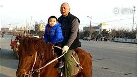 騎馬,大陸,陝西,咸陽,幼稚園,小孩,爸爸,接送 圖/翻攝自梨視頻