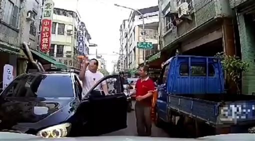高雄,違停,BMW,叫囂,三字經,逼車/爆料公社