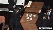 監察委員同意權行使案投票。 圖/記者林敬旻攝