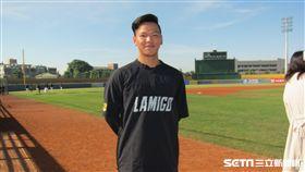 ▲Lamigo的19歲捕手廖健富迎接首次春訓。(圖/記者蕭保祥攝)