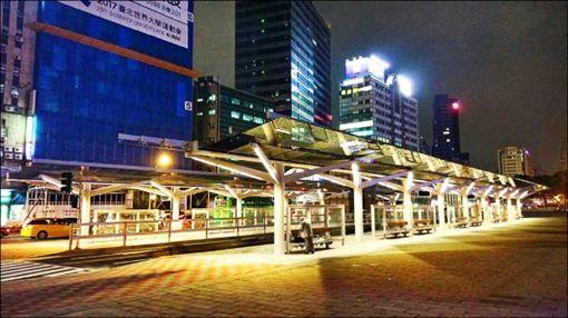 台北車站,公車站(圖/翻攝自Dcard)