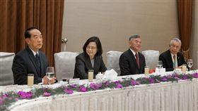 蔡英文總統16日中午宴請我國出席APEC代表團成員。(圖/總統府提供)