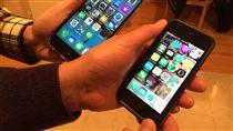 加拿大手機行動上網費率 全球最貴加拿大三大電信巨頭聯手壟斷市場,消費者成冤大頭,手機上網費用全球最貴。研究顯示,平均每月5GB行動上網資費約合台幣近2500元。中央社記者胡玉立多倫多攝  107年1月15日