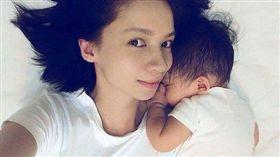 楊雅晴去年初閃婚,育有一女。(圖/翻攝臉書)