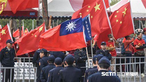中國統一促進黨與拔菜總部抗議蔡英文總統。 圖/記者林敬旻攝