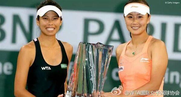 ▲謝淑薇(左)與彭帥曾攜手在2013年溫網和2014年法網捧回冠軍獎盃。(資料照/翻攝自謝淑薇臉書)