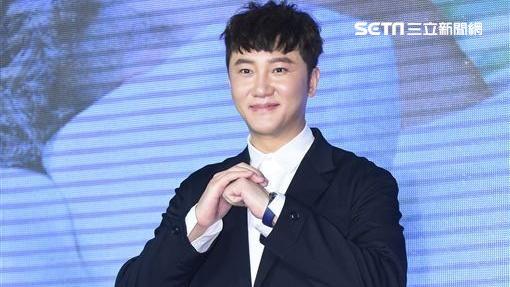 歌手關喆新專輯《足矣》在台發片,吳宗憲、黃小琥站台相挺。