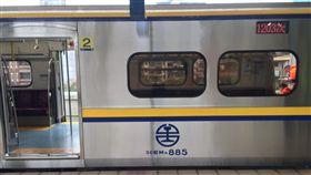 台鐵,傷者,送醫,七堵站,區間車(圖/翻攝照片)