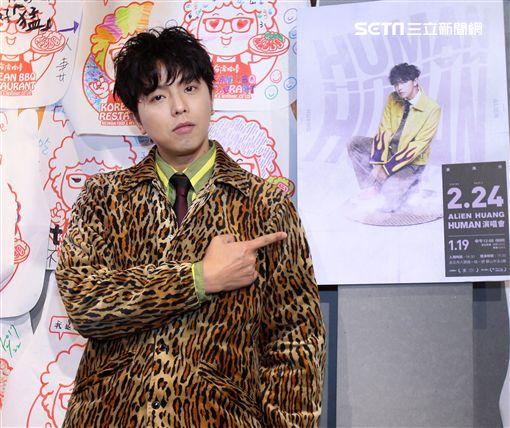 黃鴻升(小鬼)新專輯「HUMAN」發片,出道15年現身說法16.9公分的奧秘。(記者邱榮吉/攝影)