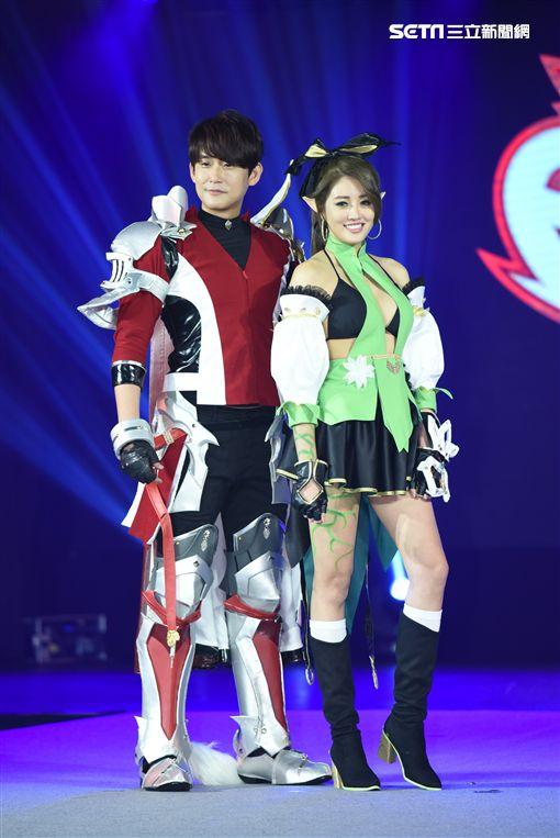 陳乃榮.賴琳恩婚後首度同台出席遊戲發表會大玩角色扮演