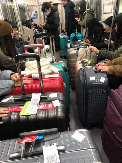 台灣,遊客,日本,旅遊,行李箱,電車,檔道,廣播,勸說,裝睡,丟臉,日本打工度假就職專家 圖/翻攝自臉書日本打工度假就職專家
