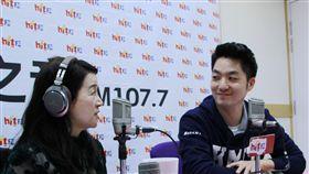 國民黨立委蔣萬安參加周玉蔻廣播節目,圖/Hit Fm《蔻蔻早餐》製作單位提供