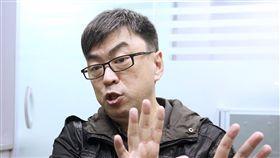 段宜康:轉型正義議題需分階段處理促轉條例通過,民進黨籍立委段宜康接受中央社專訪表示,台灣過去曾是威權體制延續,也由於台灣處於這樣的歷史變化軌跡,處理轉型正義議題格外困難與尷尬,也因此必須分階段。中央社記者吳翊寧攝 106年12月9日