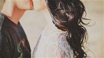 吻別,接吻,親吻,愛情,另一半,夫妻,情侶,吻,Kiss,Arthur Sazbo 圖/翻攝自Pixabay https://goo.gl/wKZy6J