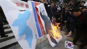北韓,金正恩,焚燒,照片,玄松月,首爾車站,牡丹峰樂團,燒毀 (圖/美聯社/達志影像)