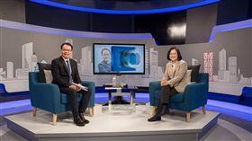蔡英文接受三立iNEWS新談話節目《鄭‧知道了》專訪。(總統府提供)