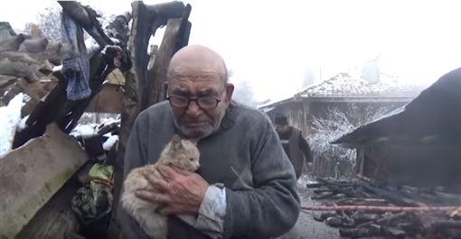 土耳其,祝融,火災,取暖,橘貓,毛小孩,寵物 圖/翻攝自Ayrintili Haber YouTube