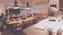 有一名奧客到咖啡廳消費時,因不滿店內消費時間有限制,用400個臉書假帳號,給店內粉專1顆星負評;對此,店長PO文解釋,希望客人不要因為一些瑣事而推翻了店家所有的努力。(圖/翻攝自《Imperfect coffee & matcha》的粉專)