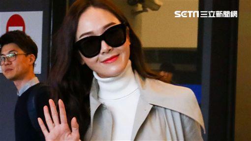 Jessica旋風式來台跑趴 數十粉絲熱情接機[20180123台北訊]