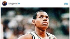 ▲高中時期的詹姆斯恭賀詹皇達到3萬分里程碑。(圖/取自詹姆斯Instagram)