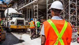 低薪窮忙!勞動尊嚴低落 全球7.3億人日薪不到90元 工人,勞工,窮忙,圖/翻攝自Pixabay