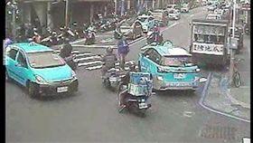 新北市,三重,三和路二段,長安街,行車糾紛,毆人,運將,計程車,受傷,番社畫面,警方提供