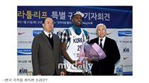 ▲韓國歸化黑人選手羅健兒(Ricardo Ratliffe)正式進入國家隊。(圖/截自韓國媒體)