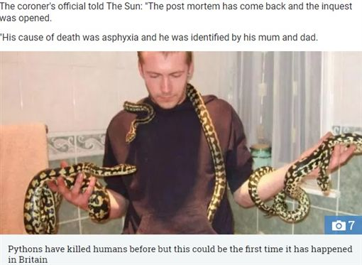 英國一名31歲男子布蘭登(Dan Brandon)非常喜愛蛇、蜘蛛等爬蟲類,日前他在家中倒地身亡,家人則發現布蘭登屍體旁有一條蟒蛇,因此推斷布蘭登可能遭蛇活活纏死。昨(24)日法院證實,布蘭登死因是被蛇纏繞致死,也可能是英國被蟒蛇殺害的首例。(圖/翻攝自太陽報)