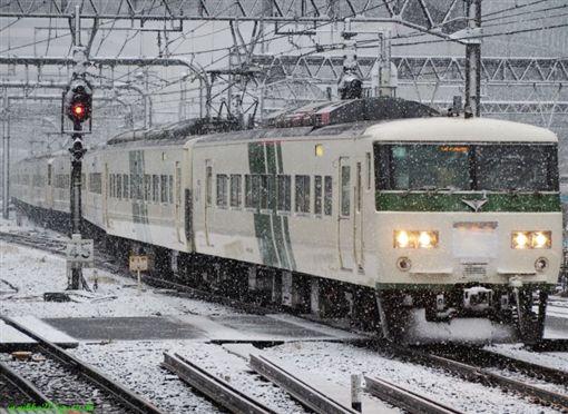 日本,冷氣團,寒流,大雪,低溫,交通,車廂,過夜,新幹線(圖/翻攝自推特@nikko205gurashi)https://twitter.com/search?q=%E9%9B%AA%20%E6%96%B0%E5%B9%B9%E7%B7%9A&src=typd