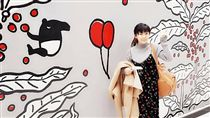 ▲福原愛與馬來貘壁畫的合照。(圖/翻攝自福原愛臉書)