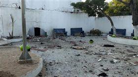 哥倫比亞北部城市巴蘭基亞(Barranquilla)警察局遭炸彈攻擊(圖/翻攝自推特)