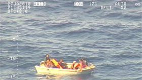 Kiribati,MV Butiraoi,吉里巴斯,渡輪,救生筏,紐西蘭,失蹤,失聯,船難,船,生還者 圖/翻攝自紐西蘭空軍推特