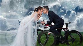 藝人賈永婕和德杰建設少東王兆杰重拍婚紗照。(翻攝自臉書)