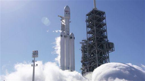 地表最強! 獵鷹重型運載火箭2/6首度試射