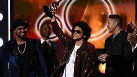 火星人布魯諾奪葛萊美獎最佳年度歌曲/Bruno Mars臉書