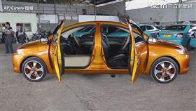 印度尼西亞技工Roni Gunawan,創造了一款兩面正面的汽車