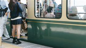 日本,電車,癡漢,女高中生(圖/推特)